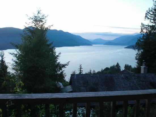 Sechelt Inlet B&B: view from the maple room