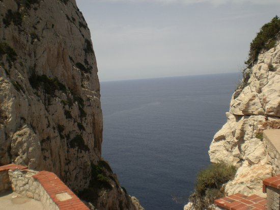 Alghero, Italien: Nutteno caves - below