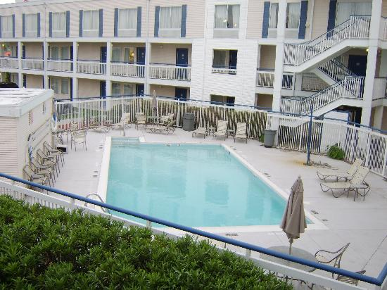 Baymont Inn & Suites Wilmington: Pool Area