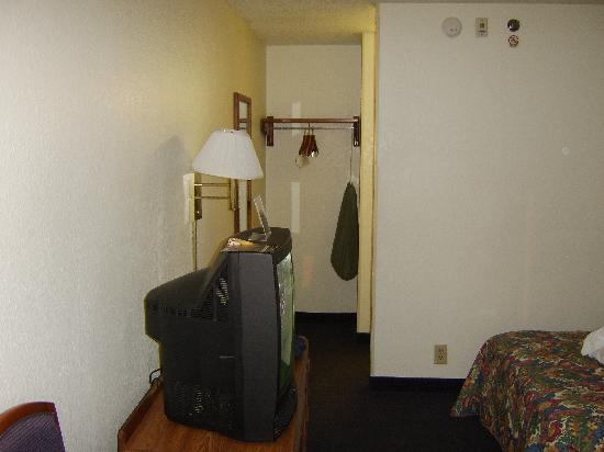 Baymont Inn & Suites Wilmington: another room pic