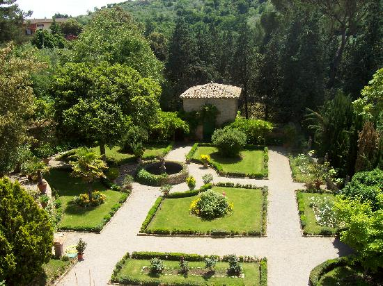 Villa Le Mura: Garden view from our terrace suite!