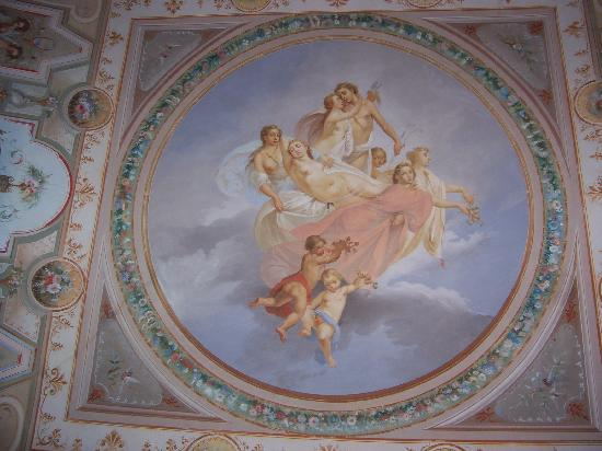Villa Le Mura: Frescoes up on our ceiling