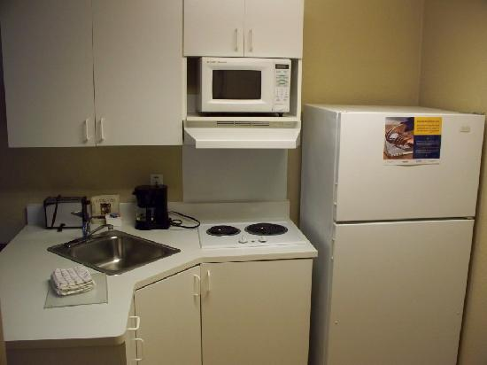 Extended Stay America - Roanoke - Airport: Kitchen area with everything needed