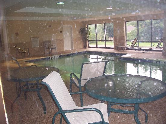 Comfort Suites: tiny pool