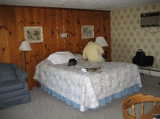 Beach N Towne Motel : rooms 