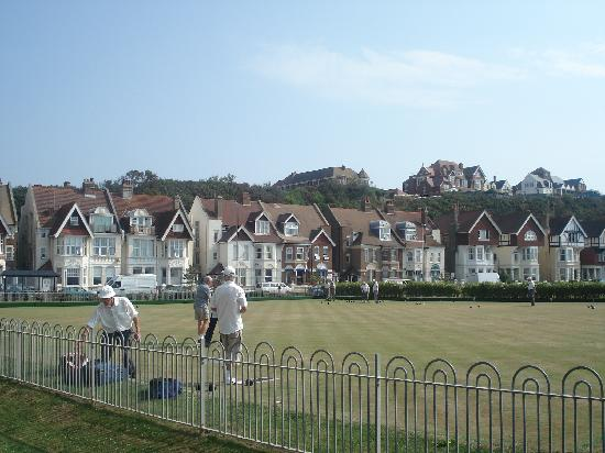 St. Leonards-on-Sea, UK: Bowling green opposite 'B & B'