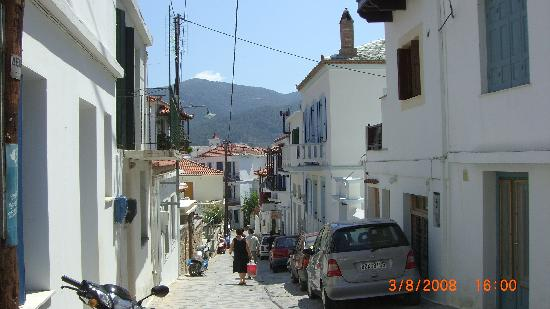 Skopelos Village: Typical back street in Skopelos