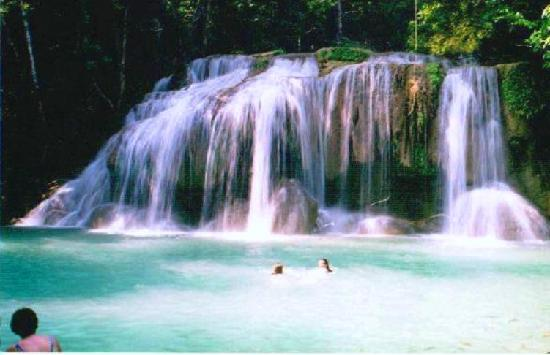 Thaïlande : Water falls near Chang Mai