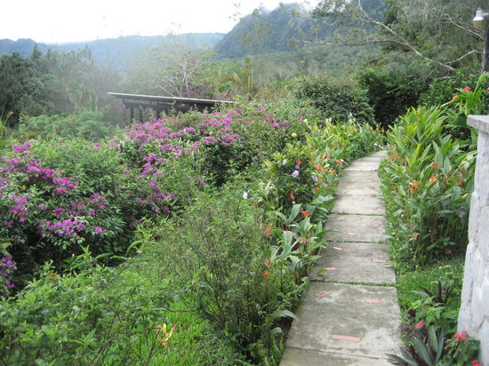 El Valle de Anton, Panamá: Beautiful Landscaped Grounds