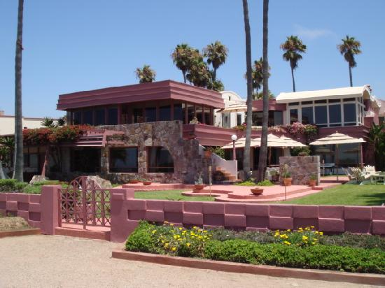Estero Beach Hotel & Resort: The grounds were clean and in good condition.