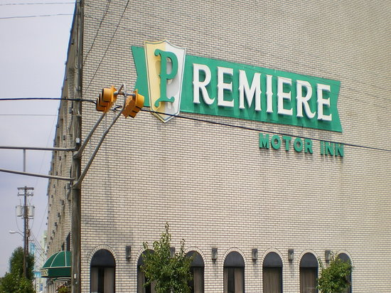 Premiere Motor Inn