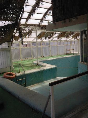 Royal Garden Hotel: Swimming Pool