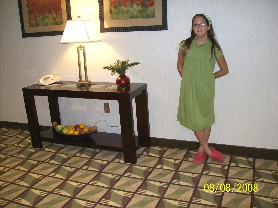 Holiday Inn Statesboro South: Out of the elevator &amp; into a a little room with different carpet design