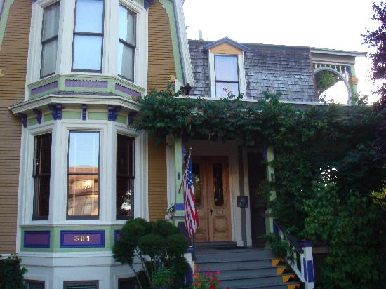 Boyden House Inn: The front of Boyden House