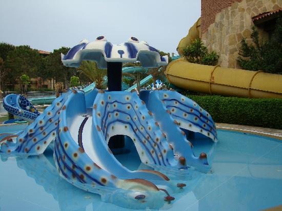 Gloria Golf Resort: waterslides for small kids