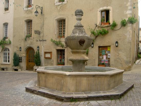 Photo of Maison de charme LA FONTAINE Venasque