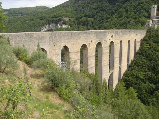 Spoleto, Italy: Historic Aqueduct 500 meters from Hotel Palazzo Leti