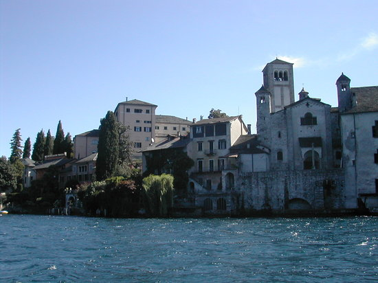 Orta San Giulio, Italy: approaching the island