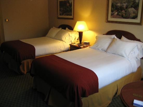 Holiday Inn Express Keene: Double-bedded room #235