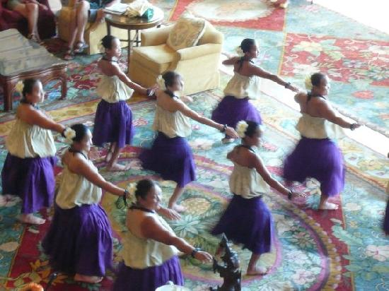 Four Seasons Resort Lana'i, The Lodge at Koele: Hula dancers.