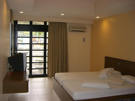 Costa Sands Resort - Downtown East : The Bedroom 