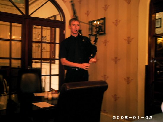 Queens Hotel: The piper/barman at the Queen's!  He's a Legend!
