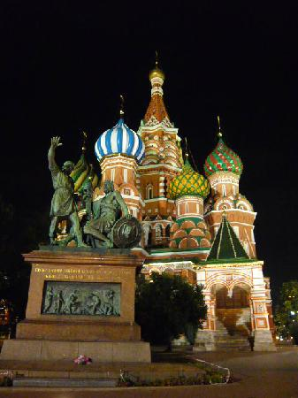 St. Basil's Cathedral (Pokrovsky Sobor): what a fantastic sight at night