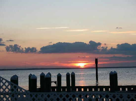 Beach Haven, NJ: A beautiful sunset at the New Jersey shore, Long Beach Island (bay side)