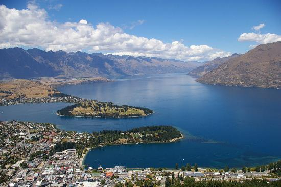 Looking down on beautiful Queenstown (18397866)