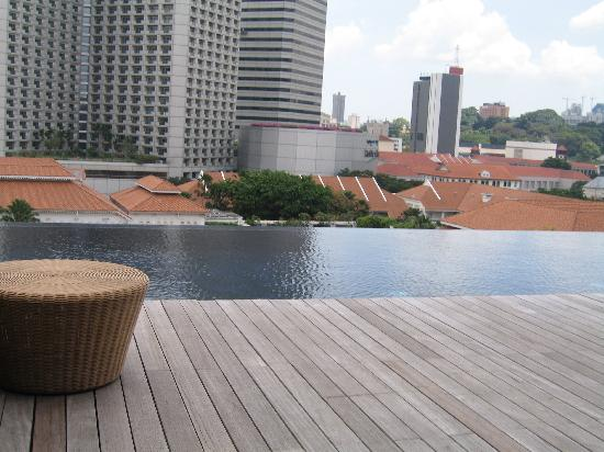 piscine sur le toit picture of naumi hotel singapore tripadvisor. Black Bedroom Furniture Sets. Home Design Ideas
