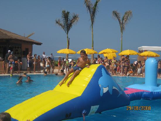 Inflatable fun on saturdays picture of be live family for Piscina natural de puerto santiago