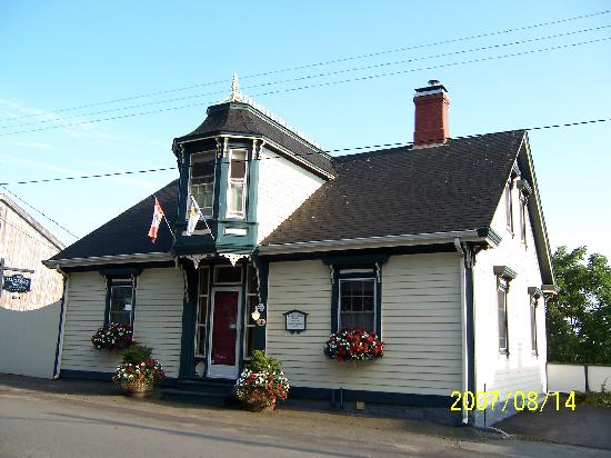 1826 Maplebird House Bed & Breakfast: Fantastic B&B