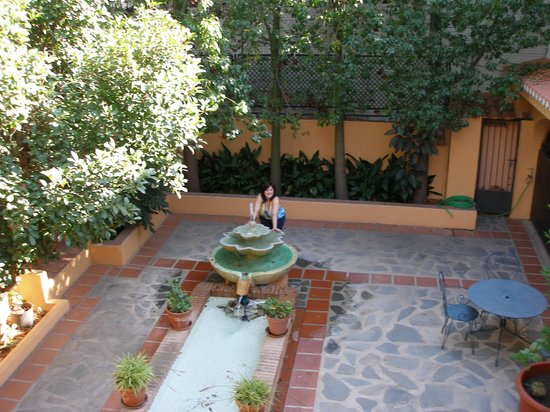 Hotel Alcadima: Una de las fuentes de los patios.