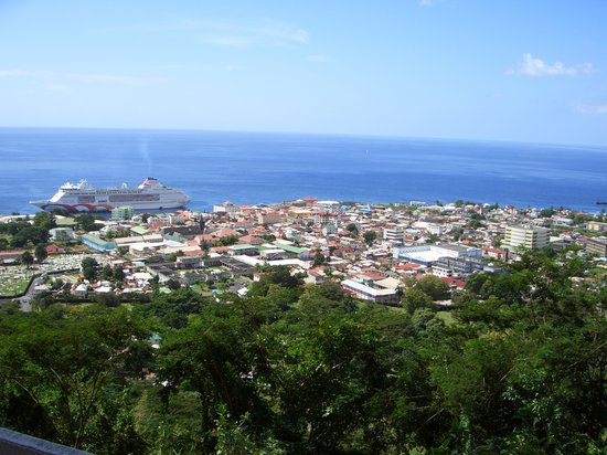 Dominique : A view of Dominica from one of the highest points