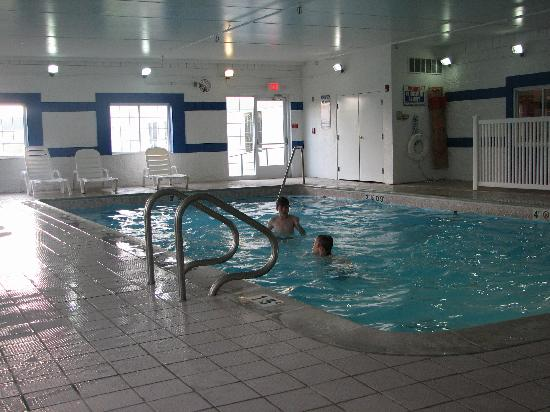 Holiday Inn Express Ann Arbor: Swimming pool