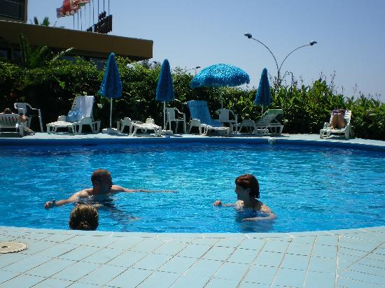 Hotel Soleado: Pool area
