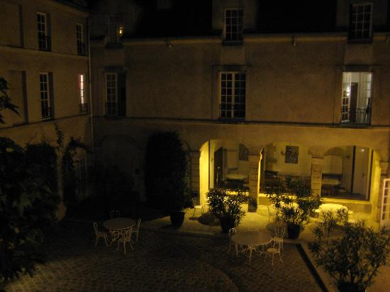 MIJE - Fourcy: Beautiful courtyard