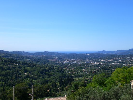 Grasse, Frankreich: view from the road leading to &quot;La Surprise&quot;