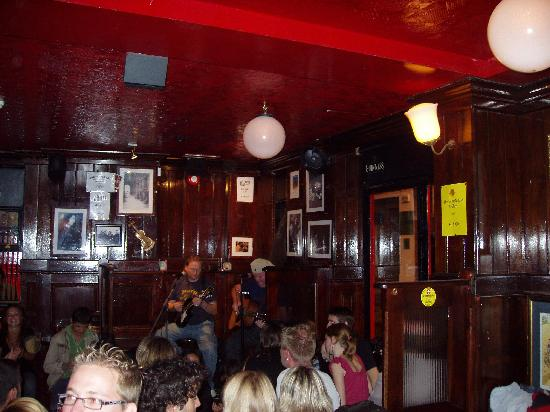The Pub's Bar Live-music-at-temple