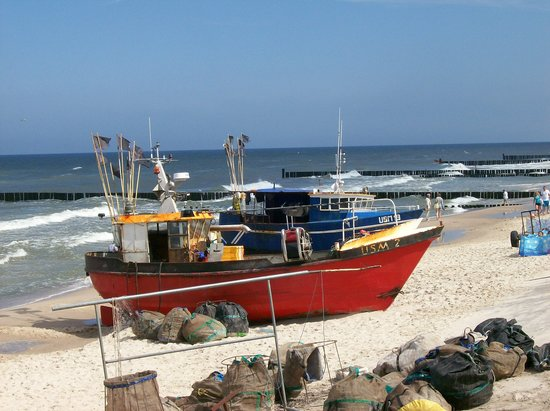 Nice baltic beach in poland review of kolobrzeg poland for Nice fishing boats