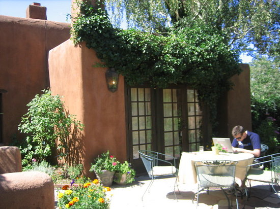Hacienda Nicholas Bed &amp; Breakfast Inn: courtyard