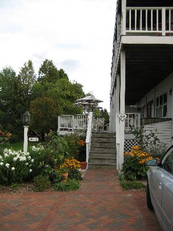 Blacksmith Inn On the Shore: Porch on the back, tables for breakfast