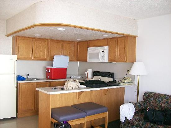 D Sands Condominium Motel: kitchen