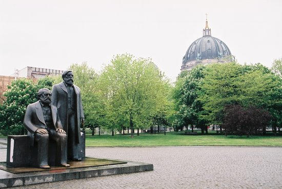 Berlino, Germania: Marx &amp; Engels