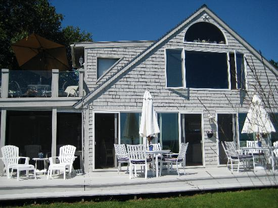 A Beach House Oceanfront Bed and Breakfast: Breafast on the deck