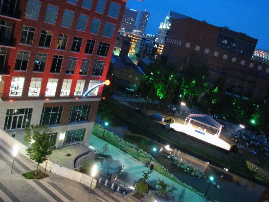 Hampton Inn & Suites Greenville - Downtown: View from top-floor balcony of courtyard