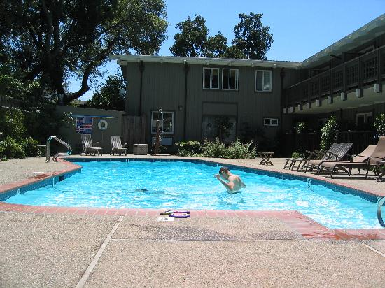 Red Cottage Inn: Pool