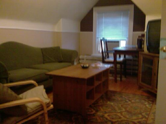 Radclyffe House Bed &amp; Breakfast: Large Cozy Living Room with wireless internet &amp; tourist information books