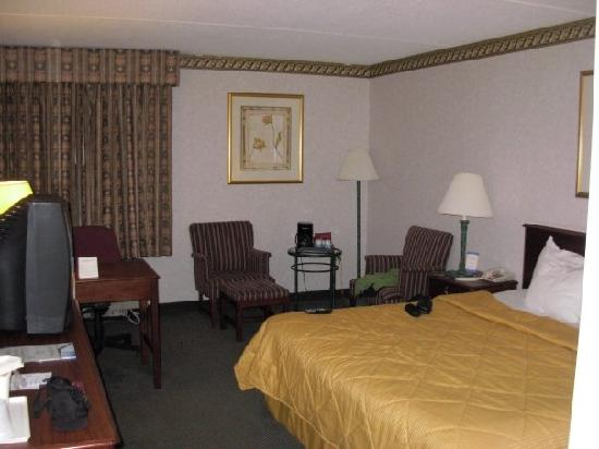 Comfort Inn - Boston: a view of my room