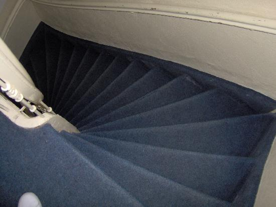 Hotel Bellington: The stairs from the third floor